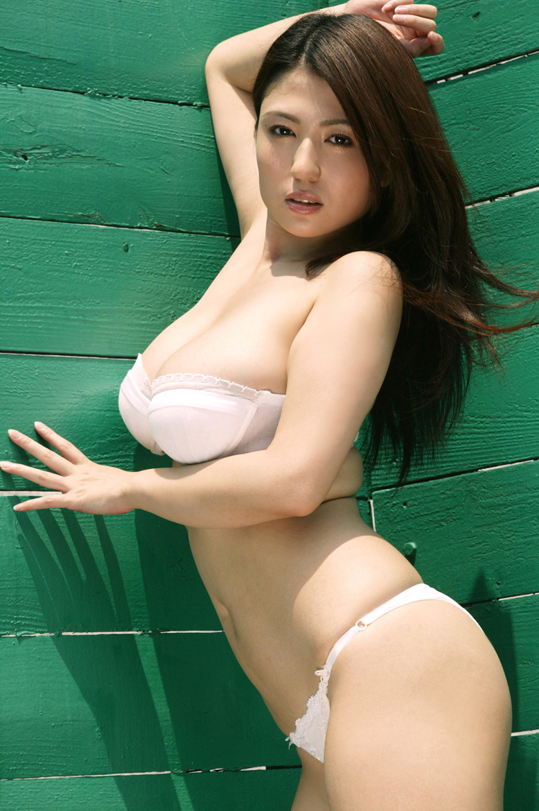 [Busty_japanese_sexy_Swimsuit_Model_Nonami_Takizawa_01.jpg]