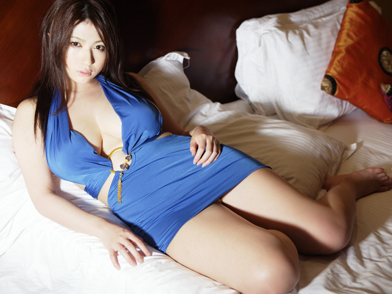 [Busty_japanese_sexy_Swimsuit_Model_Nonami_Takizawa_06.jpg]