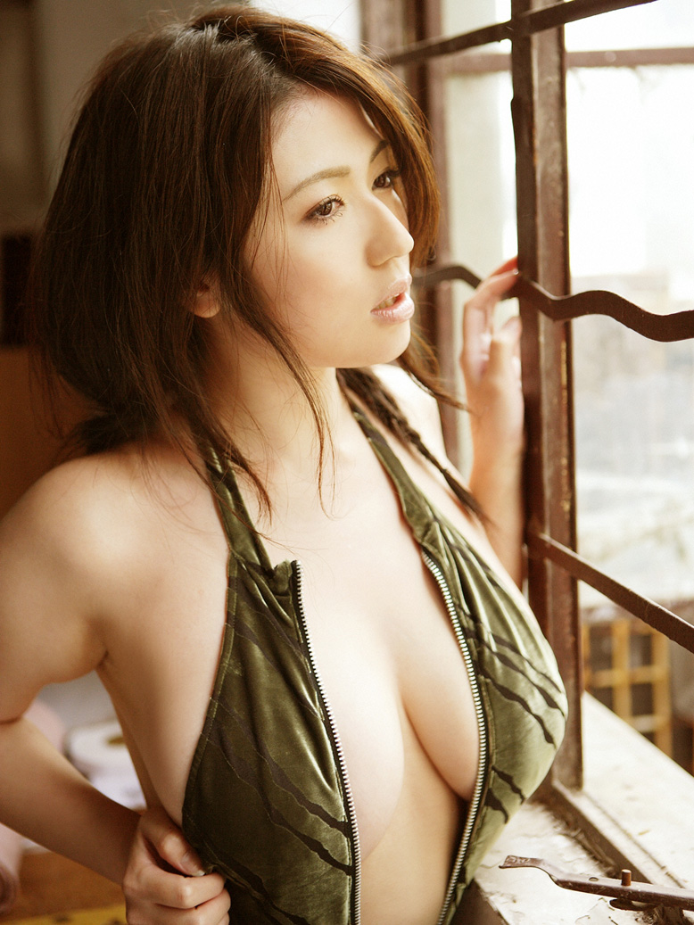 [Busty_japanese_sexy_Swimsuit_Model_Nonami_Takizawa_07.jpg]