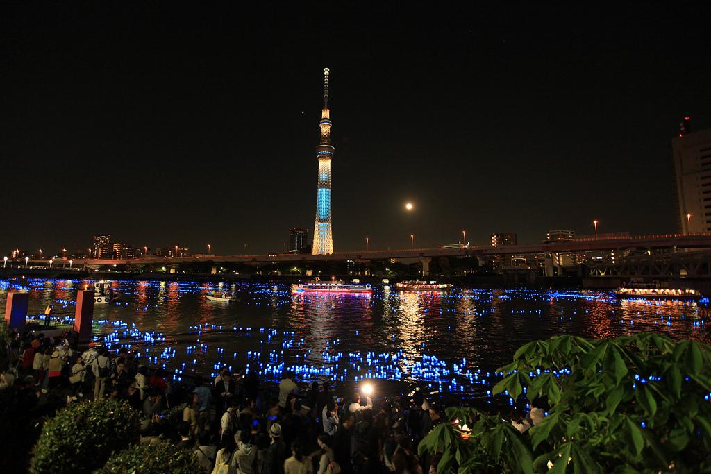 東京ホタル TOKYO HOTARU FESTIVAL 2012#5 月を引き寄せた男 The man who caught the moon...