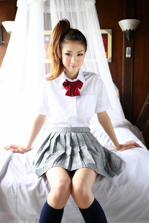 Фото японка в мини юбке 14 фотография