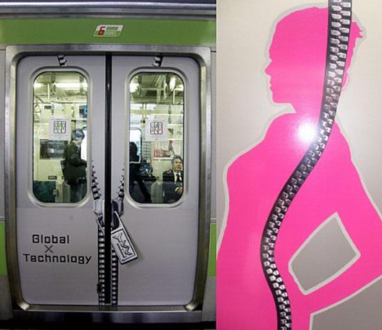 """поезд с рекламой компании """"YKK"""", линия Яманоте, Токио"""