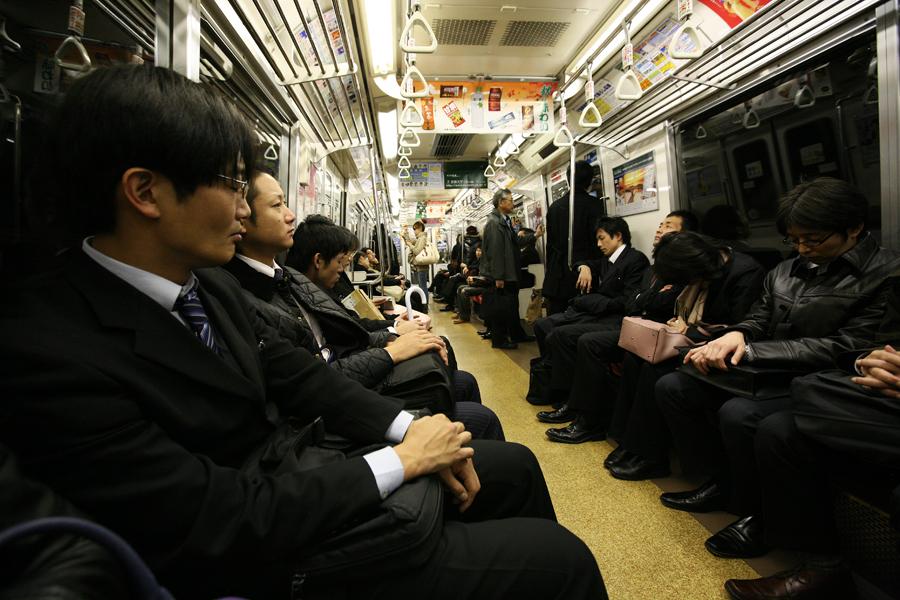 seks-spyashuyu-yaponku-razdeli-v-metro